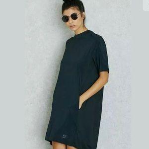 Nike bonded black dress Size L